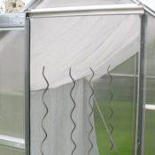 70 % Schattiernetz - 3m x 4m - Farbe weiss - innen in einem Gewächshaus angebracht